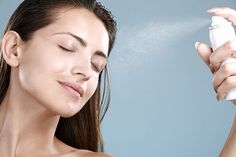 40 Weird But Genius Beauty Hacks This spray will make you look and feel fresh, even after a long day. Mix together 1 part aloe gel and 3 parts purified water. Pour into a spray bottle, and give yourself a spray as often as you want. Make Up Spray, Fixing Spray, Daily Beauty Routine, Korean Skincare Routine, Face Mist, Body Mist, Facial Toner, Facial Cleansing, Facial Care