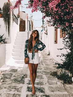 Outfits, spring style, cute vacation outfits, travel outfit summer, outfits f Feminine Mode, Feminine Style, Feminine Fashion, Trendy Fashion, Mens Fashion, Best Outfit For Girl, Greece Outfit, Outfits For Greece, Outfits For Italy