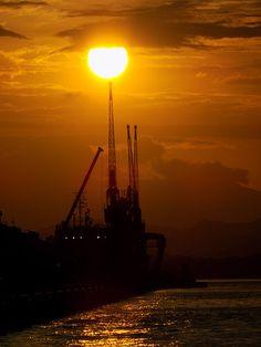 Sun, Sol, Sunny, Ensolarado, Pôr do Sol, Guindaste, Museu do amanhã, porto do Rio de Janeiro - RJ. Centro, Baía de Guanabara. Foto, fotograph.