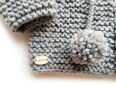 Tutorial que muestra con imágenes cómo calcular los puntos para tejer una prenda junto con patrón gratuito para tejer una rebeca talla 9 meses Free Knitting, Crochet Baby, Knit Crochet, Crochet Videos, Baby Sweaters, Baby Kids, Baby Crafts, Kids Fashion, Textiles