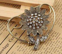 Elegant silver brooche