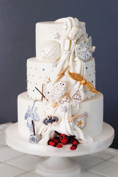 awesome-ideas-superhero-wedding-cake-and-stunning-star-wars-harry-potter-marvel-dc-comics-nerd-delic. awesome-ideas-superhero-wedding-cake-and-stunning-star-wars-harry-potter-marvel-dc-comics-nerd-delic. Harry Potter Torte, Harry Potter Wedding Cakes, Disney Wedding Cakes, Geek Wedding Cakes, Harry Wedding, Themed Wedding Cakes, Wedding Parties, Lace Wedding Cakes, Harry Potter Cake Decorations