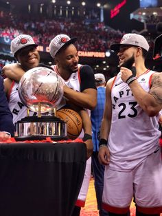 Kyle, Norm, Freddy - Great Athlete Photos or News - Basketball Toronto Raptors, Basketball Shooting, Sports Basketball, Basketball Players, Raptors Wallpaper, Nba Pictures, Nba Wallpapers, Allen Iverson, Basketball Legends