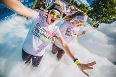Erilaiset liikunta- ja urheilutapahtumat voivat olla hauskoja ja yhteisöllisiä keinoja edistää työntekijöiden terveyttä ja sytyttää kipinä säännölliseen liikkumiseen. Tässä tyylinäytettä Color Obstacle Rush foam runilta.