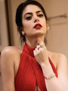 Image discovered by Tɪғғᴀɴʏ. Find images and videos about emeraude toubia, shadowhunters and isabelle lightwood on We Heart It - the app to get lost in what you love. Isabelle Lightwood, Pretty People, Beautiful People, Clary Y Jace, Shadow Hunters, Beauty Full Girl, Girl Crushes, Mannequins, Stylish Girl
