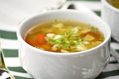 Topfennockerl - Rezept | GuteKueche.at Cheeseburger Chowder, Soup, Ethnic Recipes, Clean Foods, Easy Meals, Soups