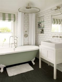 Clawfoot tub // source unknown via Piccsy…makes me miss my claw foot from the Trufant house! :( Clawfoot tub // source unknown via Piccsy…makes me miss my claw foot from the Trufant house! Bad Inspiration, Bathroom Inspiration, Bathroom Ideas, Bathtub Ideas, Bathroom Pictures, Bathroom Remodeling, Shower Ideas, Bathtub Decor, Remodeling Ideas