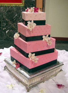 This is gorgeous! Cakes by Julie here in Lexington could definitely pull this off, she is fabulous!