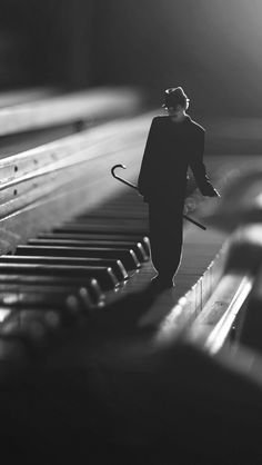 An effective method of self-study photography Piano Photography, Miniature Photography, Surrealism Photography, Dark Photography, Creative Photography, Black And White Photography, Photography Ideas, Studio Musica, Photoshop Art