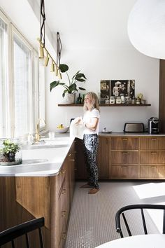 Kitchen Styling, Kitchen Decor, Küchen Design, House Design, Colorful Apartment, Sweet Home, Style Deco, Cuisines Design, Beautiful Kitchens