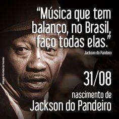 Jackson do Pandeiro -1919-1982  nome artístico de José Gomes Filho.  Foi um cantor e compositor de forró e samba, assim como de seus diversos subgêneros, a citar: baião, xote, xaxado, coco, arrasta-pé, quadrilha, marcha, frevo, dentre outros e ficou conhecido como O Rei do Ritmo.