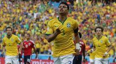 Thiago Silva abriu o placar para o Brasil contra a Colômbia