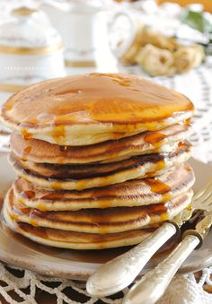 La ricetta per realizzare i pancake in poche mosse e rendere felici i vostri familiari già dalla prima colazione. Best Homemade Pancakes, Pancakes Easy, Banana Pancakes, Breakfast Desayunos, Breakfast Recipes, Yummy Pancake Recipe, Pancake Recipes, Pancakes From Scratch, Brunch