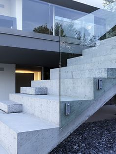 Modern Outdoor Stair Railing Designs And Ideas That Actually Make Sense - Modern Outdoor Stair Railing Designs And Ideas That Actually Make Sense Concrete stairs steps and modern balustrade Outdoor Stair Railing, Stair Railing Design, Stair Handrail, Railing Ideas, Cantilever Stairs, Stair Decor, Glass Stairs Design, Glass Railing, Glass Balustrade