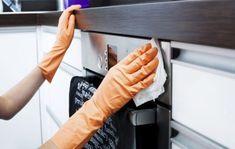 Oletko kyllästynyt keittiön rosteripintoihin jääviin tahroihin ja raitoihin? Näiden helppojen ja edullisten vinkkien avulla saat rosteripinnat kiiltämään.