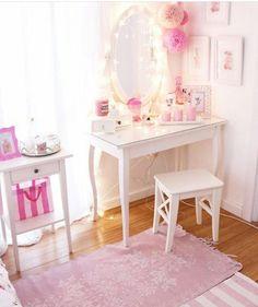 Ikea Bedroom, Room Ideas Bedroom, Girls Bedroom, Bedroom Decor, Small Apartment Bedrooms, Kawaii Bedroom, Feminine Decor, Tumblr Rooms, Ideias Diy