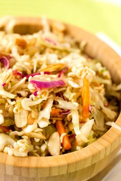 Chinese Coleslaw - An easy side dish perfect for summer picnics or light lunches! Chinese Coleslaw, Oriental Coleslaw, Chinese Salad, Chinese Food, Coleslaw Salad, Coleslaw Recipes, Ramen Coleslaw, Asian Coleslaw, Asian Slaw