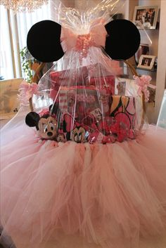 Hannah's Minnie Mouse Easter Basket aka the mother of easter baskets. - Hannah's Minnie Mouse Easter Basket aka the mother of easter baskets. Canasta Para Baby Shower, Regalo Baby Shower, Baby Shower Gift Basket, Baby Shower Gifts, Girl Gift Baskets, Diy Baby Gifts, Girl Gifts, Gifts For Kids, Baby Easter Basket