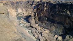 Cascada Augrabies ( Africa de sud)  Frumusetile Africii in 25 de poze deosebite - partea 2 - galerie foto.  Vezi mai multe poze pe www.ghiduri-turistice.info  Sursa : http://en.wikipedia.org/wiki/File:Augrabies_Falls.jpg