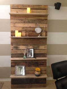 Pallet Shelves Projects This creative use pallet bookshelf is ideal for your living room in which you can keep many decoration pieces. You can also add some color for displaying it which stands with the wall. This will be th (Diy Pallet Bookshelf) - Wooden Pallet Shelves, Wood Pallet Furniture, Wooden Diy, Wood Pallets, Diy Furniture, Pallet Wood, Rustic Furniture, Furniture Projects, Wooden Pallet Ideas