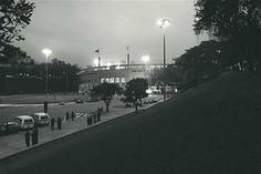 Estádio do Pacaembu: o nobre football dos ingleses acabou por abrir-se para as massas, Cristiano Mascaro