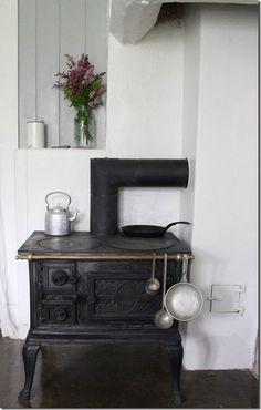 Kitchen Old kitchen stove. Kitchen Dining, Decor, Old Stove, Small Kitchen, Kitchen Interior, Kitchen, Home Decor, Kitchen Stove, Old Kitchen