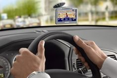 Para alguém perdido no trânsito, um GPS  é um ótimo auxiliar, além de substituir aquele velho guia de papel, que não é nada ecológico :)