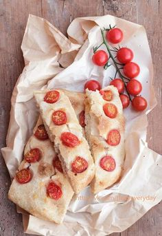 Focaccia with tomatoes.