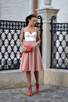 Good morning, darlings!   Soft tones and light fabrics for today. Simple, comfortable, perfect for this hot Summer.   I would wea...
