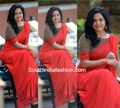 Singer Sunitha in a plain saree and contrast black blouse Plain Chiffon Saree, Plain Saree, Simple Sarees, Trendy Sarees, New Fashion Saree, Indian Fashion, Women's Fashion, Saree Jackets, Formal Saree