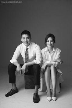 포토그래퍼가 극찬한 웨딩촬영 커플룩, 머메이드스커트 : 네이버 블로그 Wedding Photography Checklist, Wedding Photography Poses, Couple Photography, Pre Wedding Poses, Pre Wedding Photoshoot, Foto Wedding, Wedding Pics, Wedding Dresses, Korean Couple Photoshoot