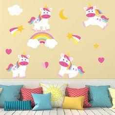 Kit de unicornios adhesivos. Crea una composición en tu pared y llena de magia cualquier espacio infantil con estos divertidos vinilos.