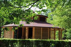 Zapraszamy do korzystania z solanki. Ustecka tężnia z solanką znajduje się w Parku Usteckich Stoczniowców, przy ul. Marynarki Polskiej. Ul, Gazebo, Outdoor Structures, Cabin, House Styles, Home Decor, Homemade Home Decor, Kiosk, Cabins