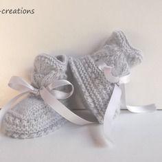 Chaussons en laine bébé tricotés mains, gris layette, de la naissance à 3 mois