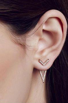 Primary X Carbon & Hyde Eiffel Ear Jacket - Hailing from a long generation of jewelers, stylish sisters Yarden & Oren Katz grew up impressively - Diamond Jewelry, Diamond Earrings, Silver Jewelry, Fine Jewelry, Silver Ring, Emerald Diamond, Antique Jewelry, Vintage Jewelry, Bridesmaid Jewelry