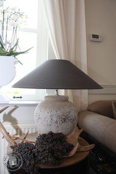 Betonnen kruiklamp | Vloer- & tafellampen | Met Brocant Label Concrete, Interior Decorating, Shabby Chic, Table Lamp, Lighting, Decoration, Home Decor, Decor, Lamp Table