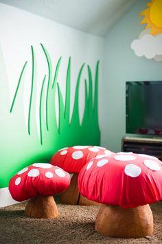 Room Room Bebé: habitación infantil personalizada. Detalles muy cuidados. Un bosque, unos árboles, sillas que son setitas. Ideal!