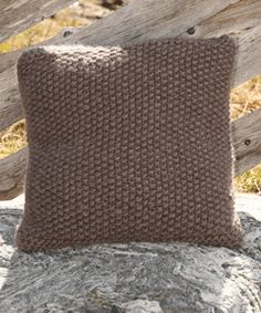 Free knitting patterns and crochet patterns by DROPS Design Knitted Cushion Covers, Cushion Cover Pattern, Knitted Cushions, Throw Cushions, Knitted Blankets, Pillows, Drops Design, Knitting Patterns Free, Free Knitting