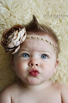 Love this headband. Link just takes you to the photo... @jennifer holappa bell? Think you can recreate?