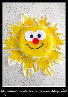 - Après plusieurs jours de mauvais temps revoilà le soleil !! le printemps c'est dans quelques jours nous avons donc réalisé aujourd'hui avec E 22 mois un grand soleil, a partir d'une assiette en carton et ses empreintes de main en peinture jaune, il...