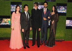 सचिन: अ बिलियन ड्रीम्स' के भव्य प्रीमियर में सुपरस्टार शाहरुख खान, आमिर खान और बच्चन परिवार समेत कई बॉलिवुड व क्रिकेट जगत की हस्तियां शामिल हुईं।
