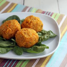 Sweet Potato Quinoa Balls, vegetarian (un)meatballs. Easy recipe for dinner or appetizers.