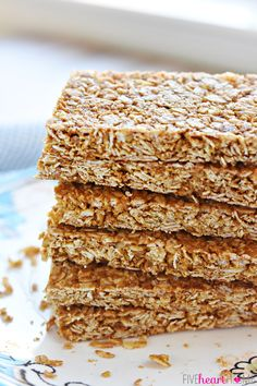 These homemade Oats and Honey Granola Bars are baked until slightly crunchy, making them perfect for breakfast on-the-go or as a wholesome, portable snack. Healthy Muesli Bar Recipe, Healthy Sweets, Healthy Snacks, Healthy Breakfasts, Healthy Eating, Healthy Recipes, Muesli Bars, Oat Bars, Oatmeal Bars