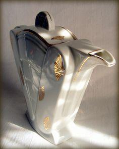 Art Deco Style Porcelain Tea Pot  >> www.etsy.com/listing/114888909/gorgeous-post-1940s-art-deco-style