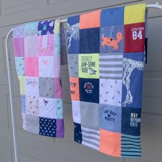 Looking for a DIY baby clothes quilt pattern? Wonder how to make a baby clothes memory quilt? Check out our DIY baby quilt tutorials, kit, books and videos! Unique Mothers Day Gifts, Unique Baby Shower Gifts, Diy Baby Clothes Quilt, Baby Patterns, Quilt Patterns, Baby Quilt Tutorials, Gender Neutral Baby Clothes, Baby Kit, Thing 1