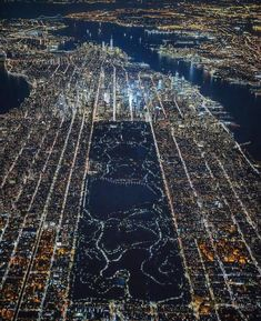 Central Park New York at night 🌃 Such an incredible view! Photo by Central Park, Wanderlust Hotel, Amazing Places On Earth, Wonderful Places, Beautiful Places, New York City Photos, Destinations, Park In New York, Voyage Europe