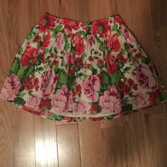 Floral Hollister skirt Cream skirt with pink and red flowers with green leaves. Super cute in EUC! Worn once! Size medium. Hollister Skirts