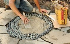 How do I create a pebble mosaic? Prepare and sort the stones - DIY garden decoration - How do I create a pebble mosaic? Prepare the stones and sort them - Mosaic Rocks, Pebble Mosaic, Stone Mosaic, Mosaic Art, Rock Mosaic, Mosaic Walkway, Garden Crafts, Diy Garden Decor, Garden Projects