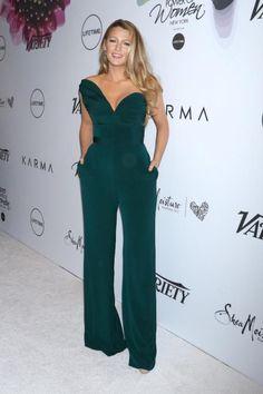 Une combinaison vert émeraude pour sortir comme Blake Lively >> http://www.taaora.fr/blog/post/blake-lively-look-combi-pantalon-vert-emeraude #blakelively #look #outfit