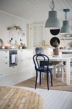 kotona arkistot - Page 2 of 204 - Uusi Kuu Rustic Kitchen, Diy Kitchen, Kitchen Dining, Dining Table, Kitchen Ideas, Dining Room, Peaceful Home, Lakeside Cottage, Palette